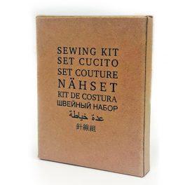 Швейный набор (набор цветных ниток, булавка, иголка, 2 пуговицы) в картонной упаковке для гостиниц